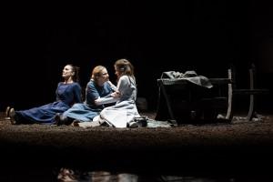 Gaia Aprea, Sabrina Scuccimarra e Federica Sandrini in una scena