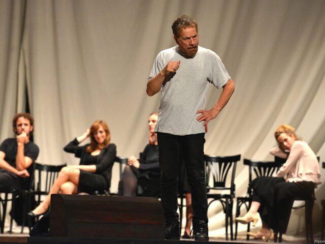 Teatro della Pergola: spettatori alle prove di scena di Gabriele Lavia