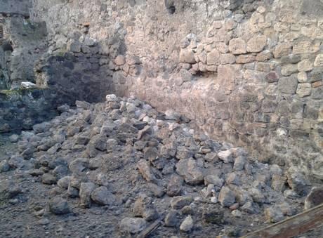 POMPEI: nuovi crolli negli scavi