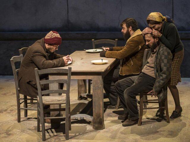 """""""Educazione siberiana"""", la versione teatrale dal sapore cinematografico"""