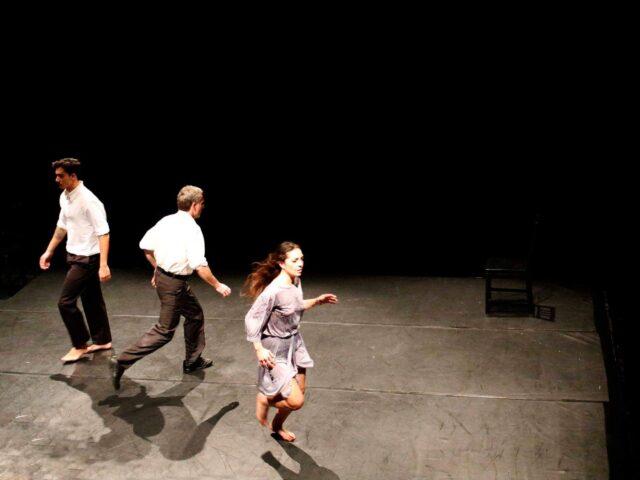 Antonello Cossia, tra poesia e danza, porta in scena l'amore immutabile e fedele.