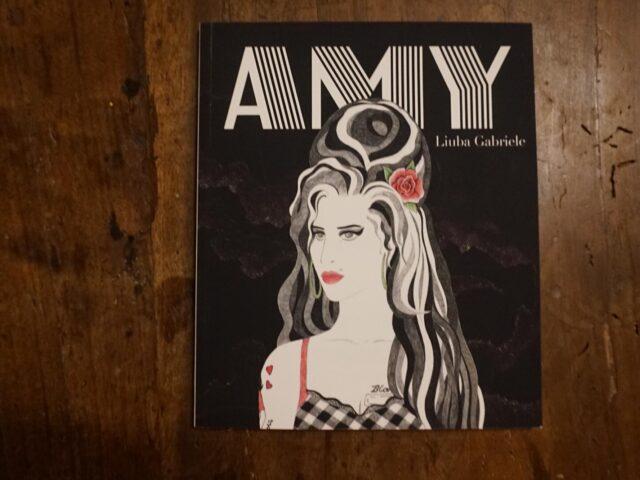 """""""Amy"""", la vita della Winehouse per Hop Edizioni"""