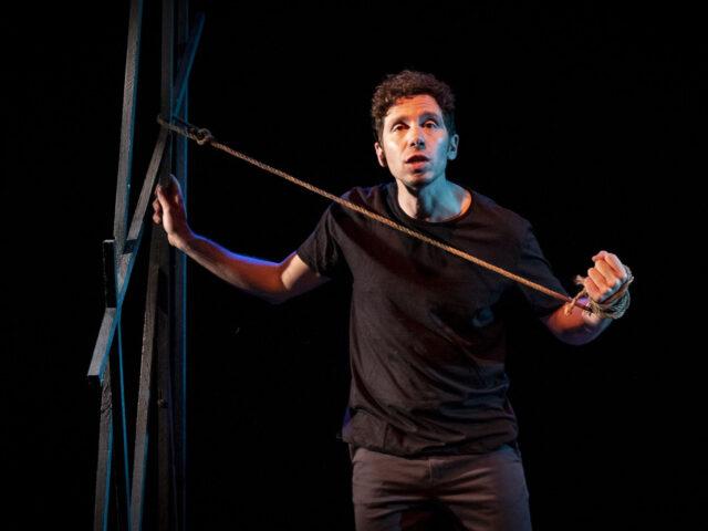 """Il teatro come impegno civile, ovvero, """"Il maestro più alto del mondo"""""""
