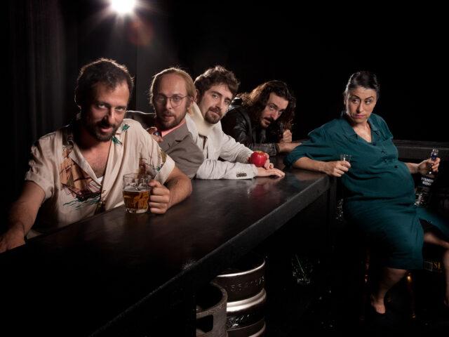 """""""Animali da bar"""": le vittime e i carnefici di Carrozzeria Orfeo"""