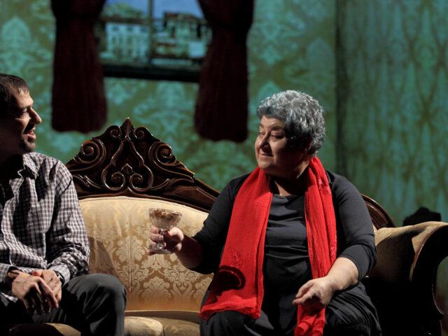 """""""La bastarda di Istanbul"""": dal romanzo al teatro"""