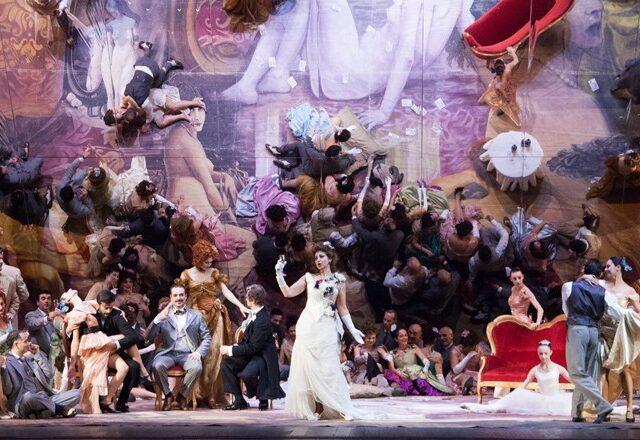 """Un gioco di specchi per """"La Traviata"""" di Svoboda"""