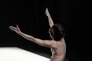 """""""Extension"""": una danza silenziosa per """"Umano"""""""