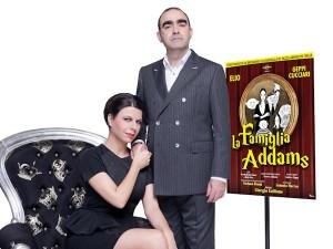 """""""La Famiglia Addams"""" follemente interpretata da Elio e Geppi Cucciari"""
