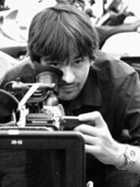 """ROMA.""""Il potere dell'oro rosso"""": l'uso della delicatezza e dell'ironia per parlare di solidarietà e immigrazione. La parola al regista Davide Minnella."""